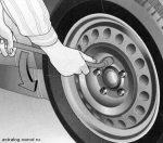 В какую сторону болты откручиваются – В какую сторону откручивать гайку крепления ступицы переднего колеса на ваз 2110? По часовой или против часовой?